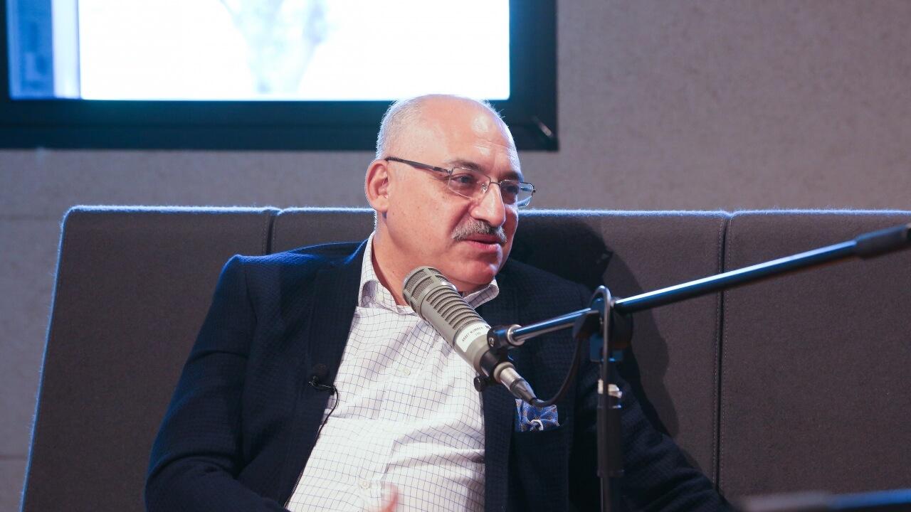 Konuk: Mehmet Büyükekşi