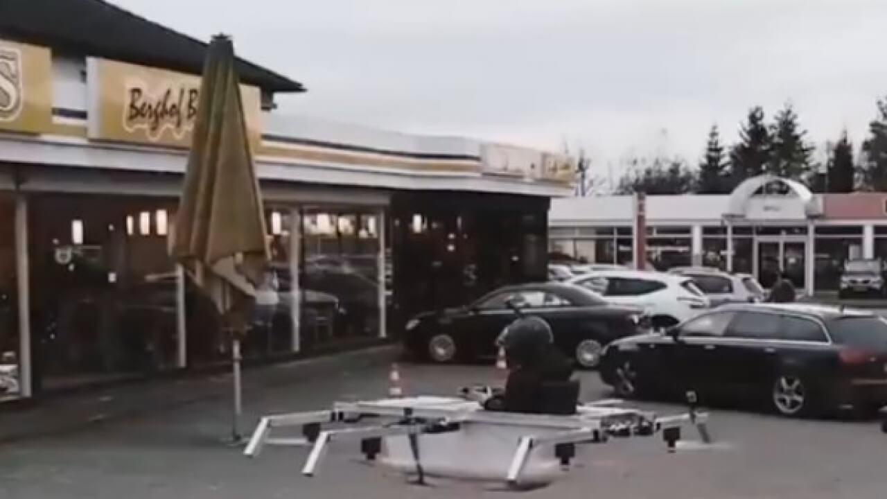 TASARLADIĞI DRONE İLE ALIŞVERİŞE GİDEN ADAM!