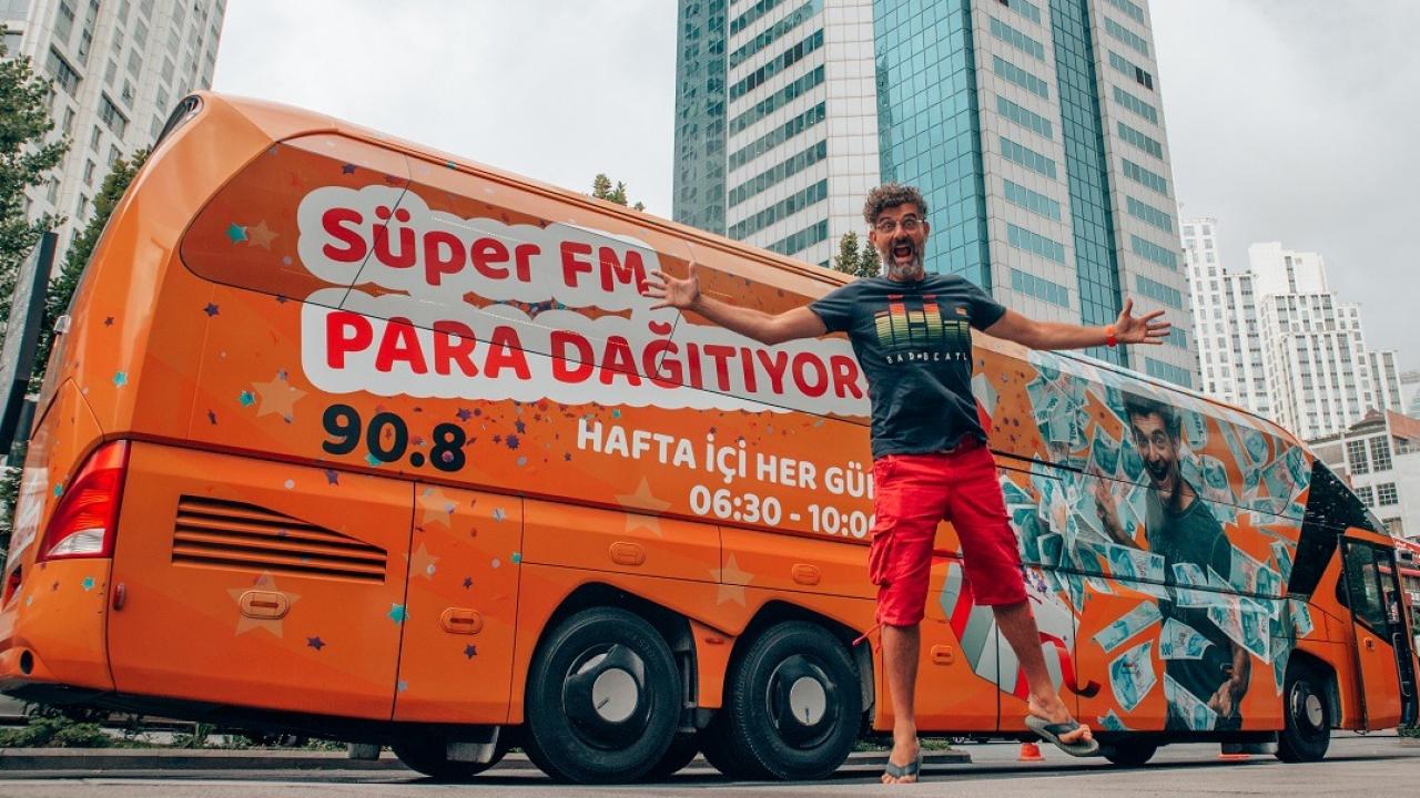 SÜPER FM TÜRKİYE TURNESİYLE PARA DAĞITACAK!