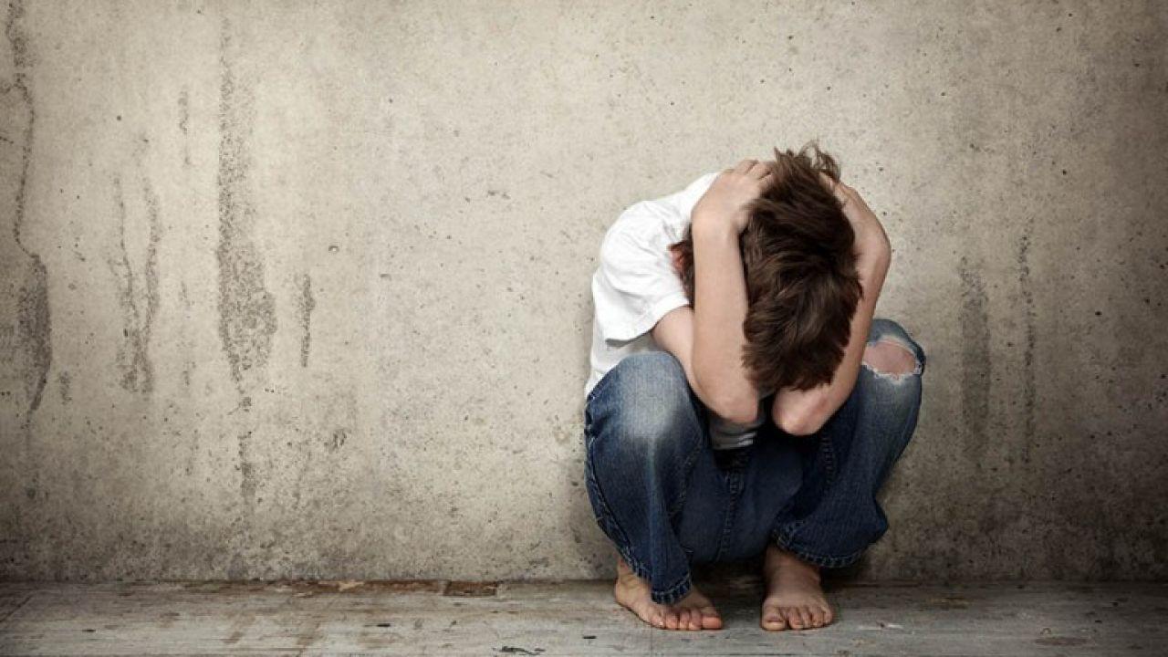 Dövülen çocuk ile ilgili görsel sonucu