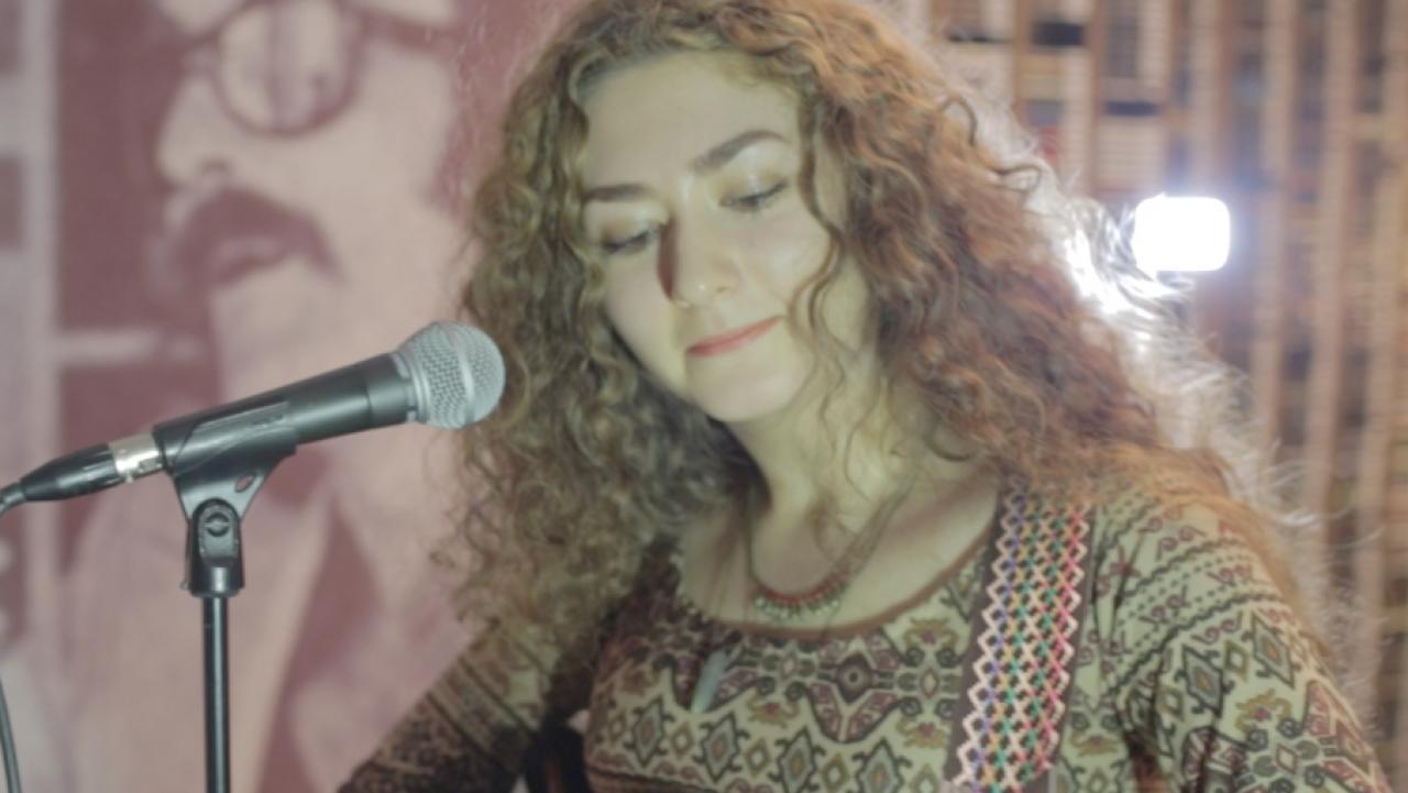 SENA ŞENER - ÇİRKİN DÜNYA